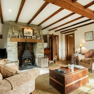 Snuggle up in this traditional dog friendly cottage in Cornwall