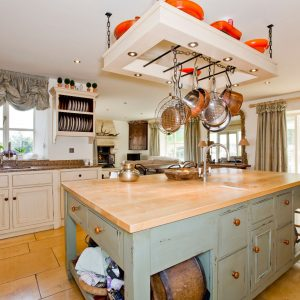 A stunning 5 Star dog friendly holiday cottage, kitchen in the Cotswolds