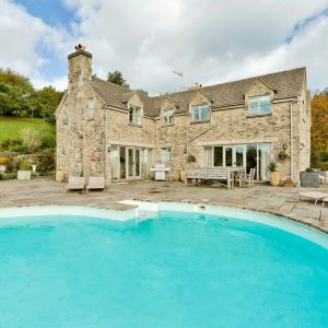 Dog Friendly Accommodation, Cotswolds with large swimming pool in garden