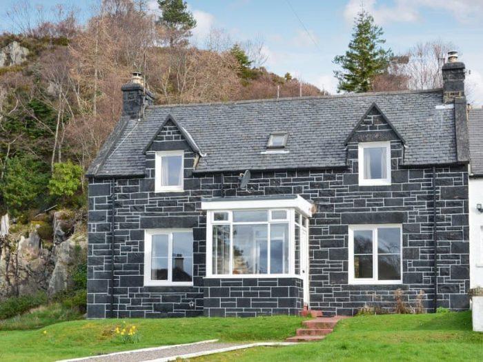 Black stone dog friendly cottage, Scotland.