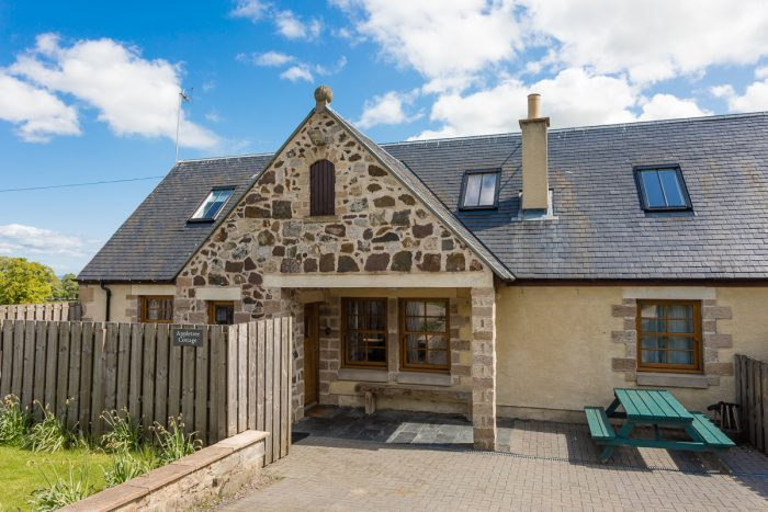Book your next dog friendly break in Williamscraig Dog Friendly Cottages, Linlithgow, near Edinburgh. Visit West Lothian.
