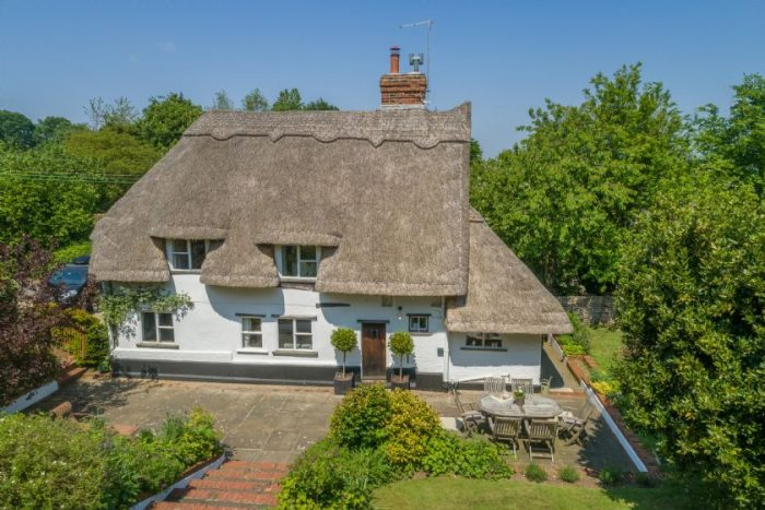 A beautiful thatched dog friendly cottage in Suffolk from Suffolk Hideaways