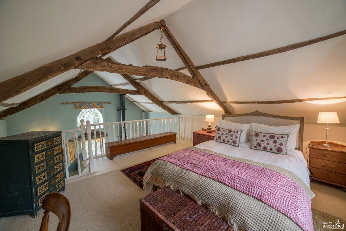 Quirky Cottage bedroom, dog friendly, South Wales